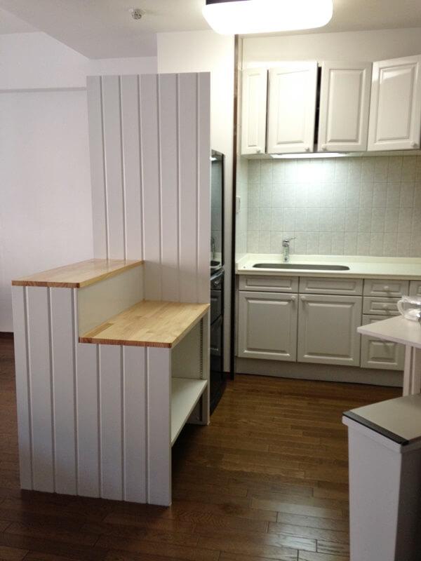 キッチンを隠すパーティション収納