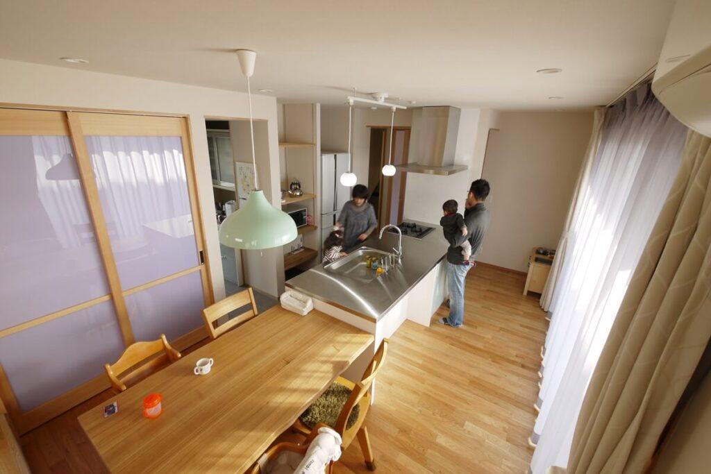 家の中心にあるキッチン