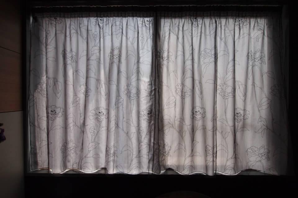 透けないレースカーテン