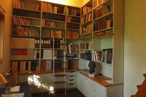 アアルト自邸の本棚