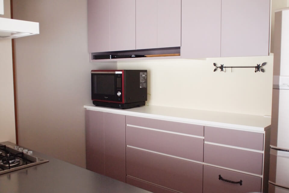 機能にフィットさせたキッチン背面収納