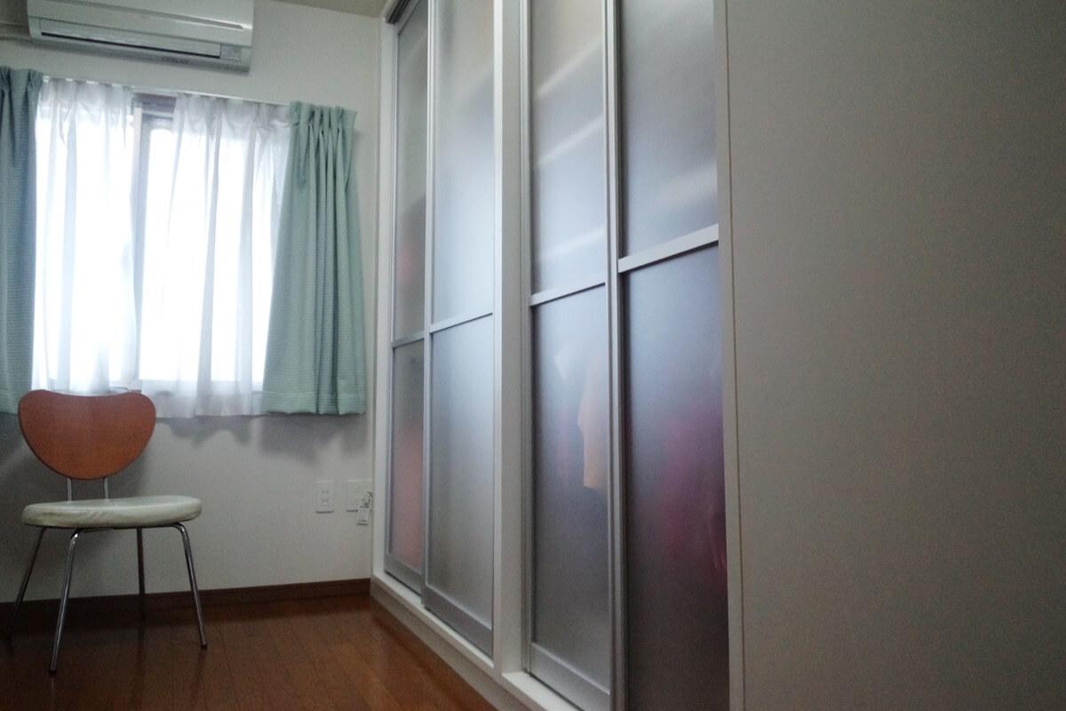 納戸を有効活用できる壁面収納