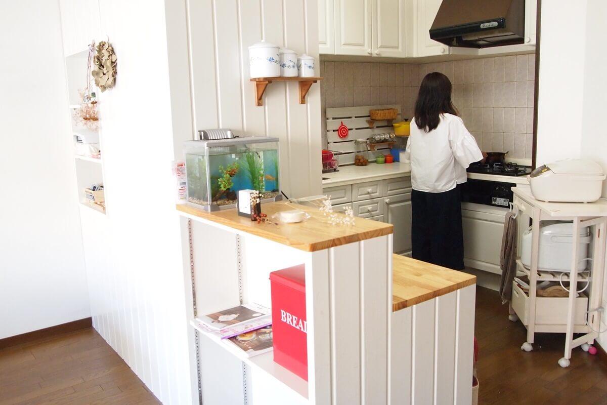 ダイニング側から見たキッチン
