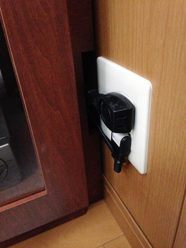家具の内部に配線スペースを確保しすっきり