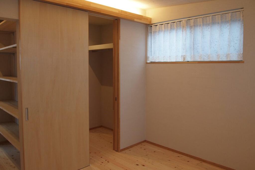 寝室には書斎スペースとウォークインクロゼットからアプローチ可