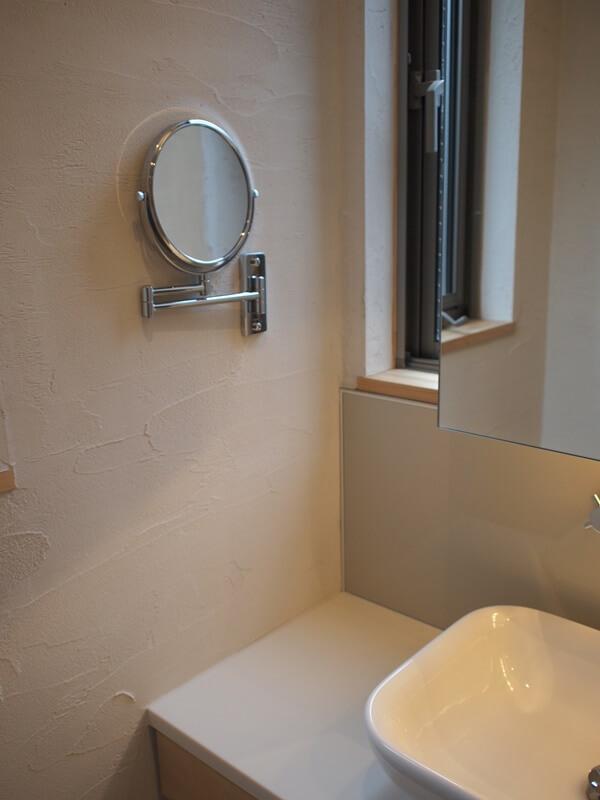 洗面所に拡大鏡