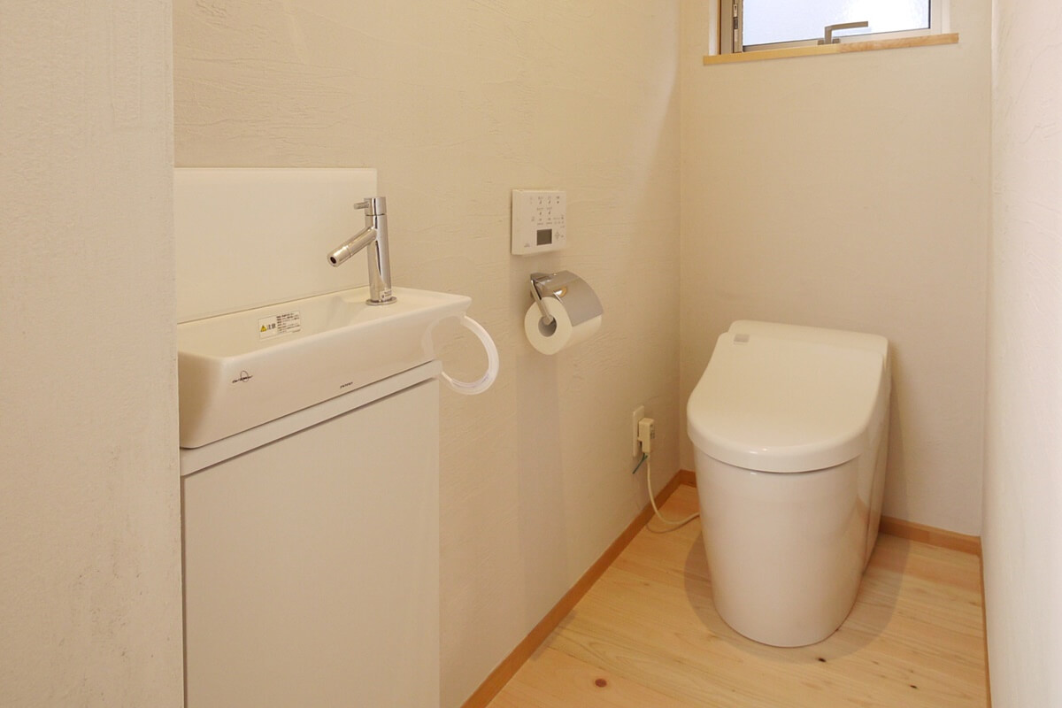 清潔感のある明るいトイレ