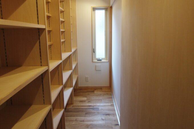 寝室と書庫は引き戸で空間を分けることも可能