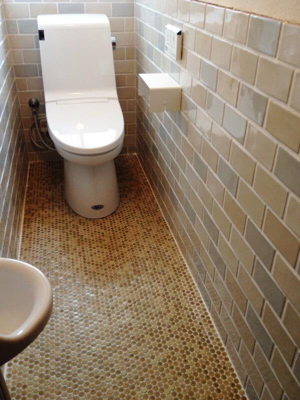 トイレは新設しIKEAのタオルフックやペーパーホルダーをセレクト