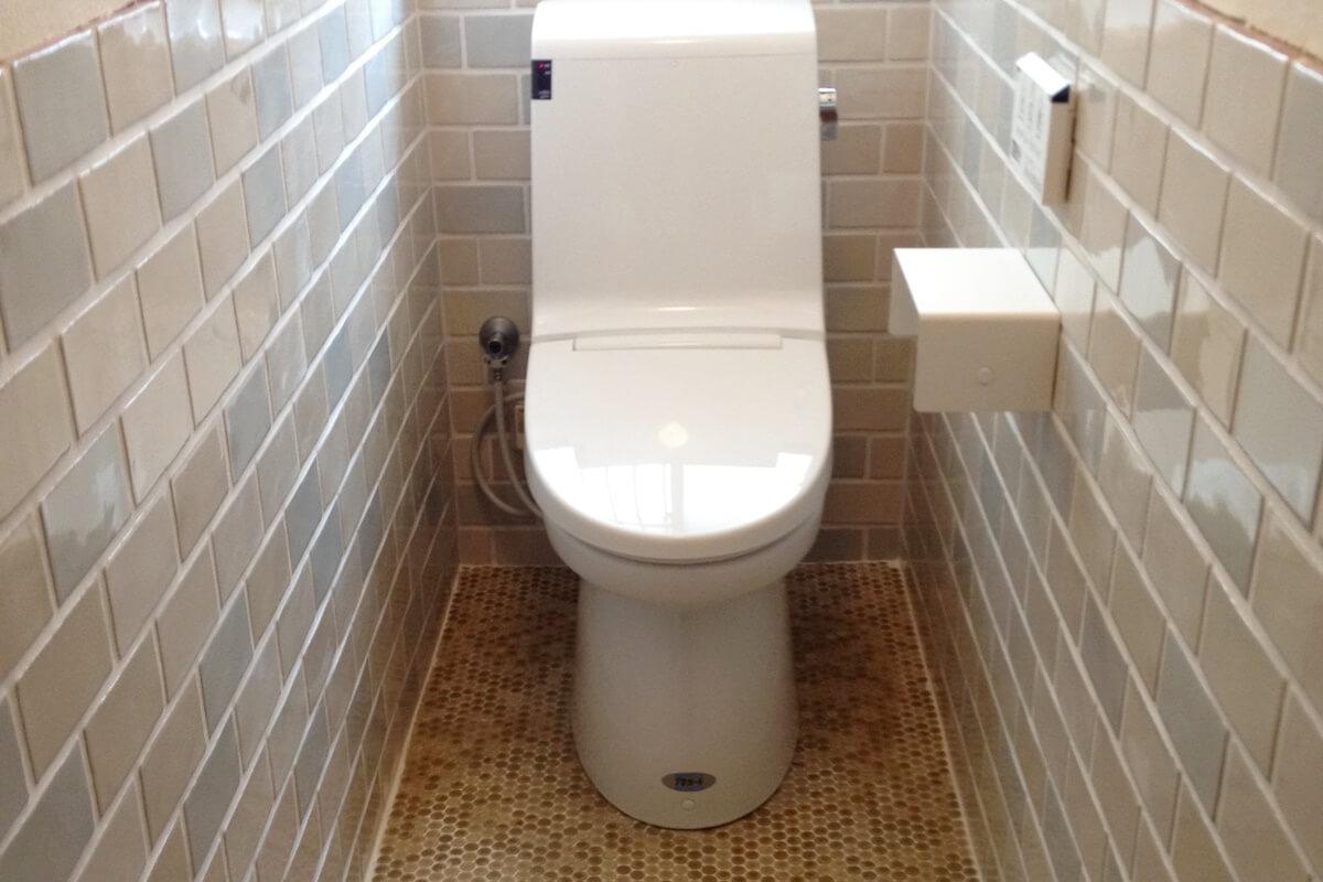 レトロタイルを活かしたトイレ