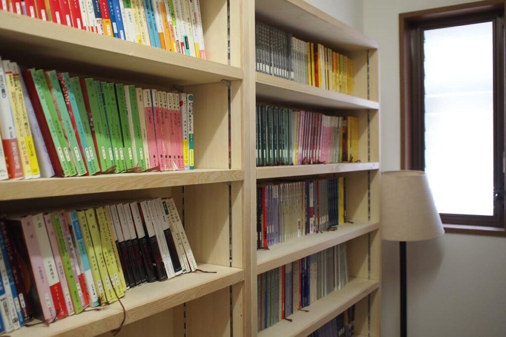 窓下スペースが心地よく快適な読書空間に(2期)