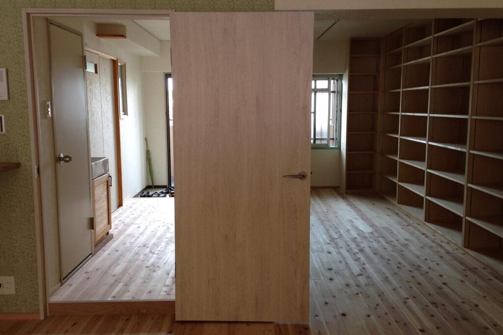 床には無垢の杉板を貼りました