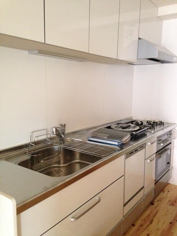 キッチンはシンプルな壁付I型キッチン