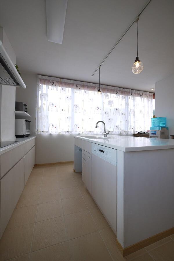 ミーレの60センチ幅食洗機のあるアイランドキッチン