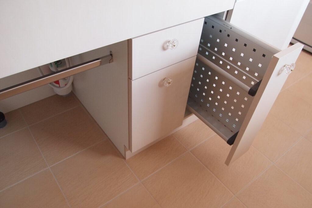 アイランドキッチンのまな板収納
