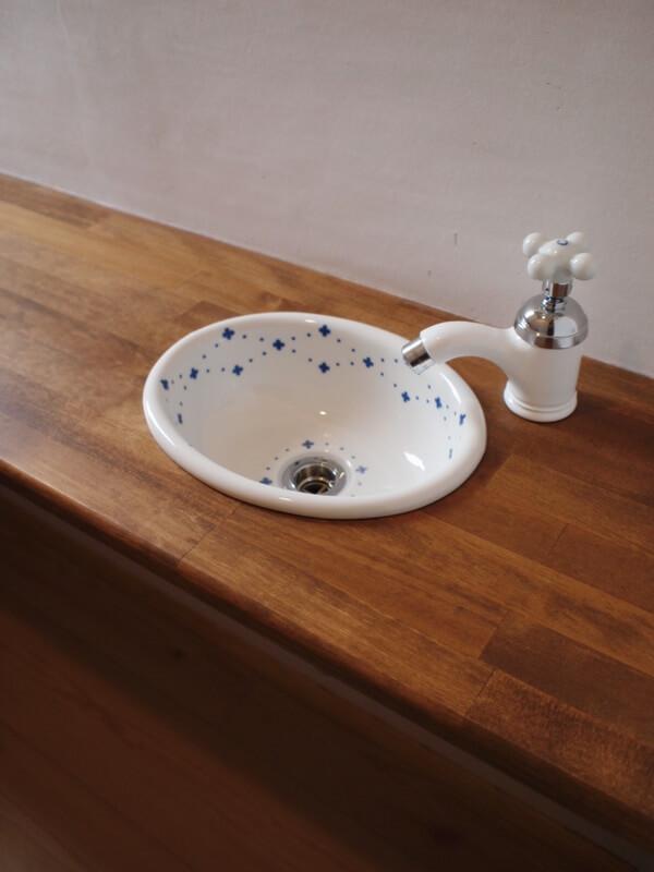 かわいい陶器のボウル