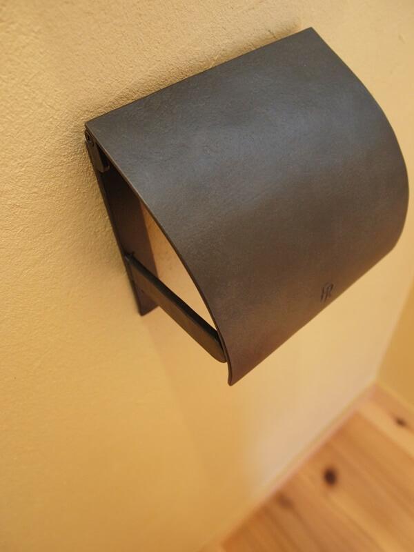 鉄のペーパーホルダー