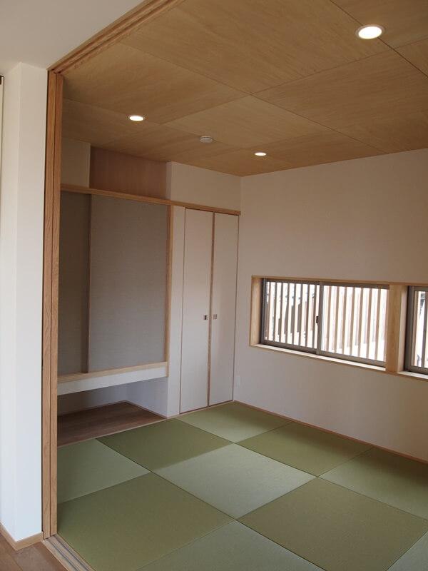 リビングになじむ内装の和室
