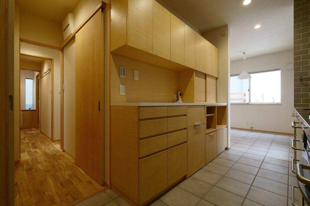 以前製作したキッチン背面収納がぴったりおさまりました