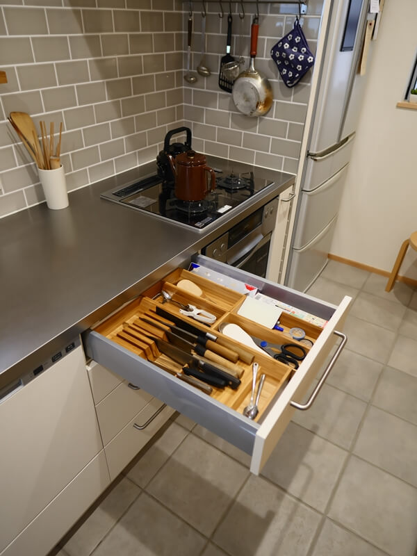 すっきり収まるキッチン引出