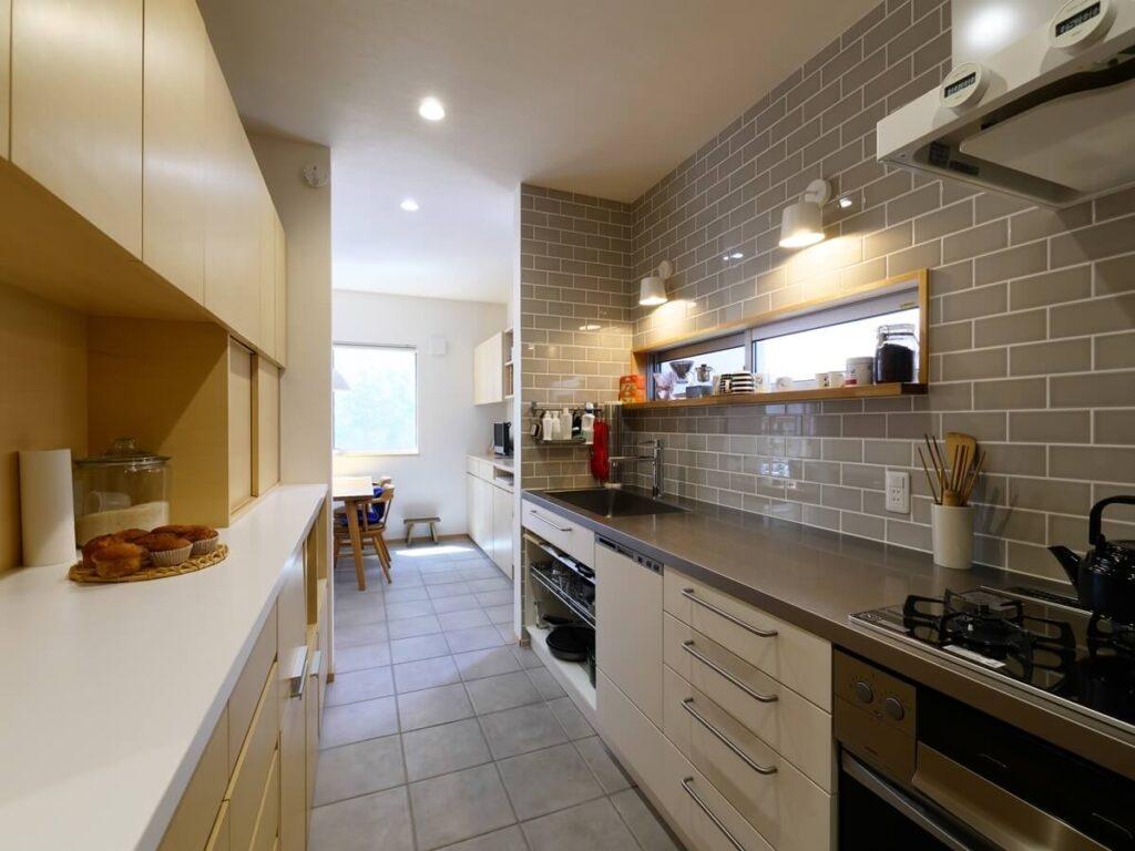 前の家で使用したキッチン背面収納とステンレスカウンターのキッチン