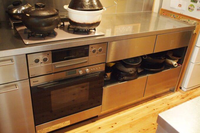 キッチン収納の中段は引き出しにせずオープン収納にしました