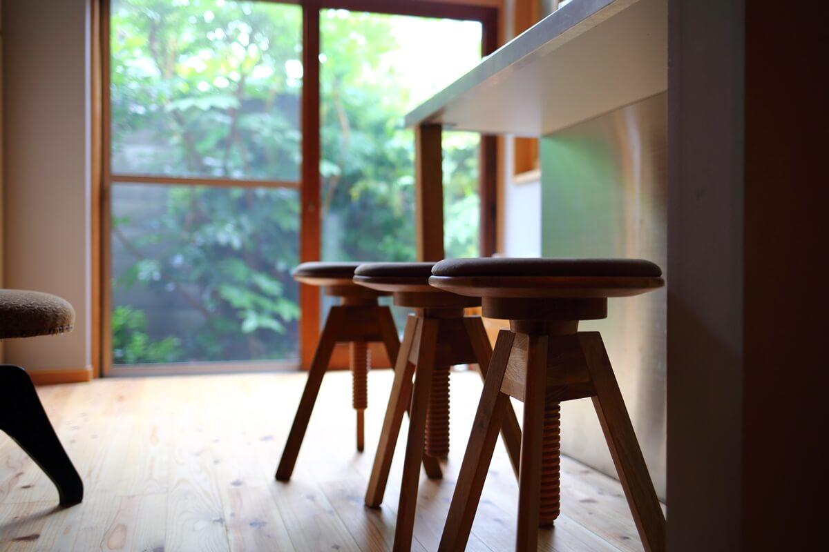 キッチンのアイランドカウンターの椅子