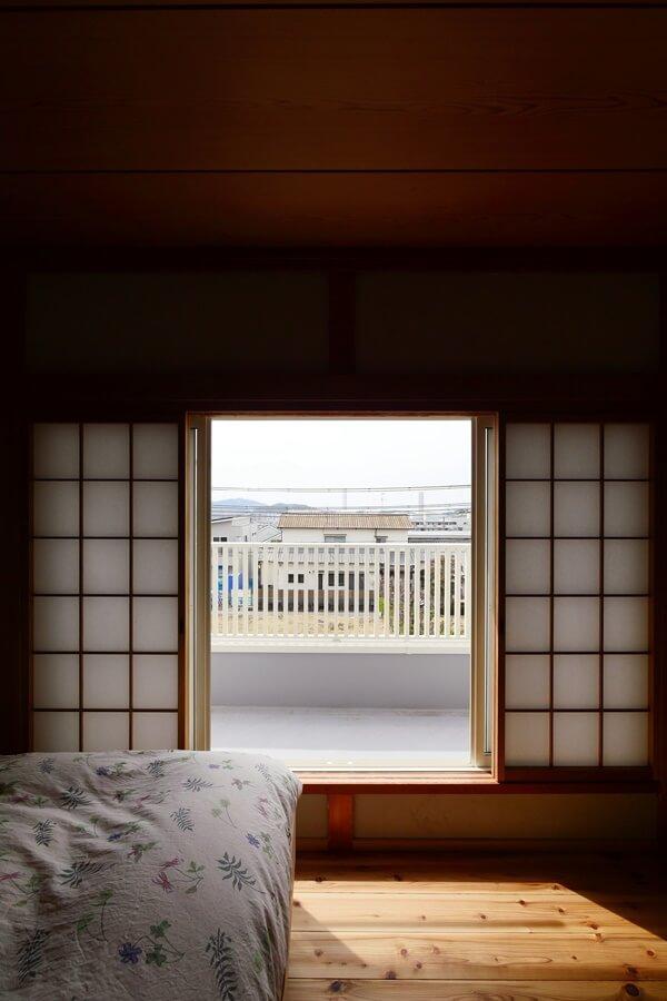 障子を開けたときの風景が心地よい寝室