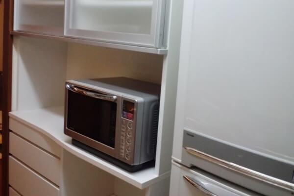 キッチンの背面スペースにぴったりサイズのキッチン収納