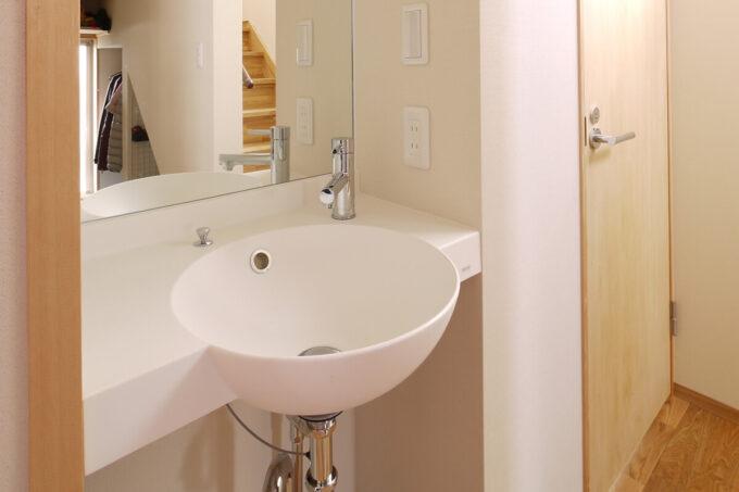 玄関横の手洗い