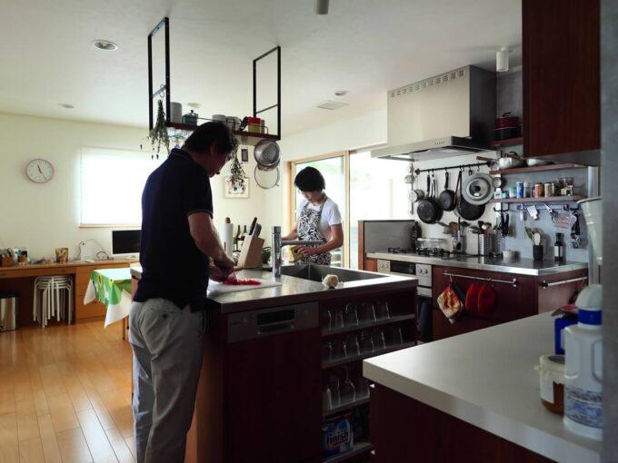 二人で作業しても干渉しないキッチン